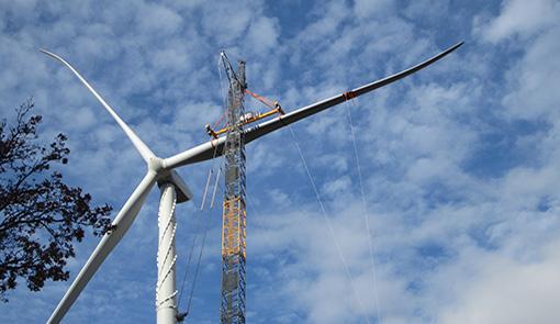 levage d'une pale d'éolienne